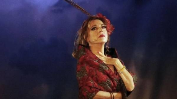 Δήμητρα Παπαδοπούλου: «Το θέατρο πάντα λειτουργεί ως βάλσαμο, κι ίσως σήμερα μας βοηθήσει όλους»