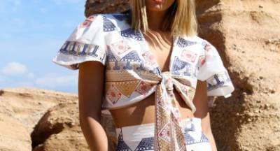Αυτή η νέα συλλογή ρούχων σε ταξιδεύει στα ελληνικά νησιά
