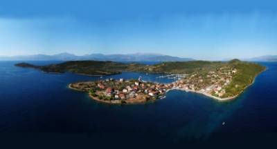 Το άγνωστο νησί του Κορινθιακού που θέλησε να αγοράσει ο Ωνάσης… (video - photos)