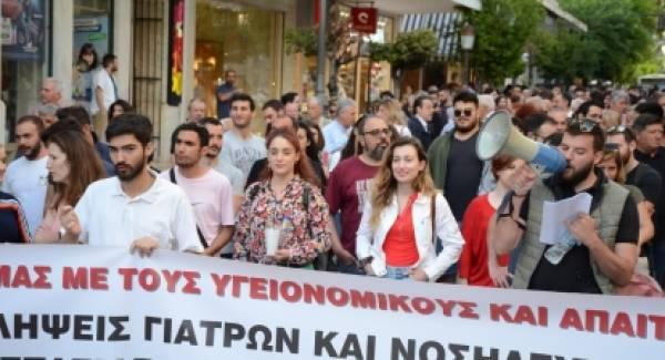 Ο δήμαρχος Πελετίδης στην πορεία για το ΕΣΥ
