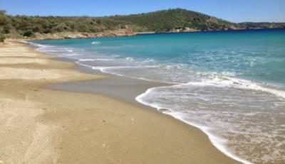 Οι Γαλάζιες Σημαίες που σήκωσε φέτος η Πελοπόννησος στις ακτές της!