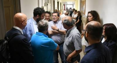 Εργαζόμενοι διεκδικούν μόνιμη εργασία στον Δήμο Πατρέων