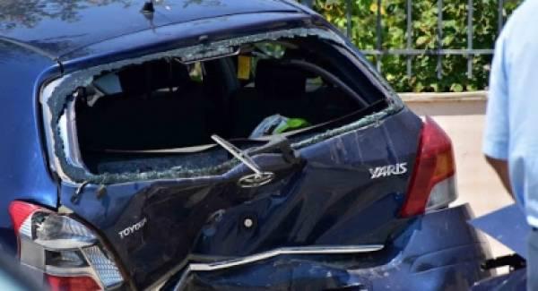 Σφοδρή σύγκρουση αυτοκινήτων στο Ναύπλιο (photos)