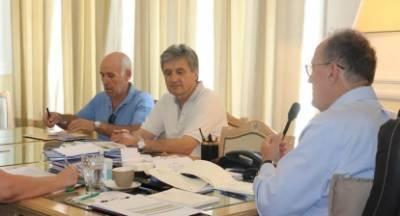 Ανησυχία για την ελαιοπαραγωγή, στη σύσκεψη του περιφερειάρχη Νίκα με τις ΔΑΟΚ