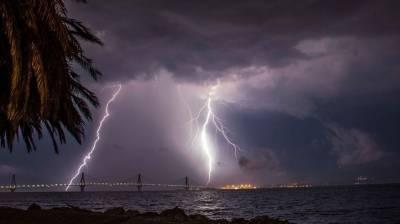 Όταν η Γέφυρα Ρίου - Αντιρρίου «φωταγωγείται» από τους κεραυνούς