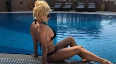 H Ευρυδίκη «ρίχνει» το instagram με πόζα topless από το Λουτράκι! (photos)