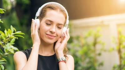 Πώς η μουσική μπορεί να μειώσει το στρες και να βελτιώσει τη διάθεση
