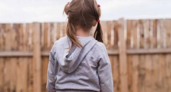 Μητέρα κατήγγειλε ότι κακοποίησαν σεξουαλικά την 5χρονη κόρη της
