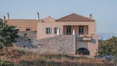 Θα το ποθήσεις: Ανακαίνιση διώροφης κατοικίας σε μεσαιωνικό οικισμό στα Κύθηρα