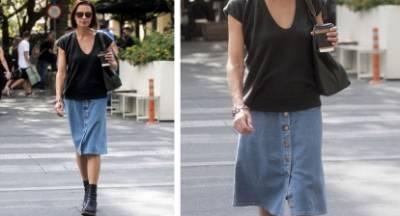 Η Τζίνα Αλιμόνου με denim φούστα σε χαλαρή βόλτα…