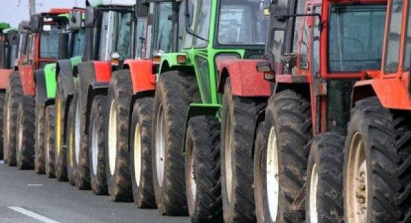 Αγρότες διαδηλώνουν κατά την ομιλία Βορίδη στον Μυστρά!