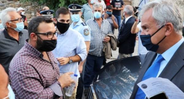 Καταγγέλλουν αποκλεισμό τους Λάκωνες αγροτοκτηνοτρόφοι.  Πολιτικές οι διαφορές Βορίδη – διαδηλωτών (video)