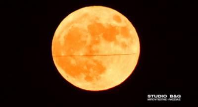 Το φεγγάρι θλιμμένο, οι θεατές χαρούμενοι!