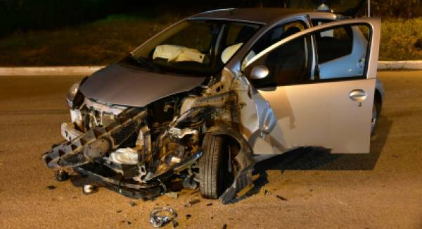 Σφοδρή σύγκρουση τριών αυτοκινήτων στην Αργολίδα (photos)