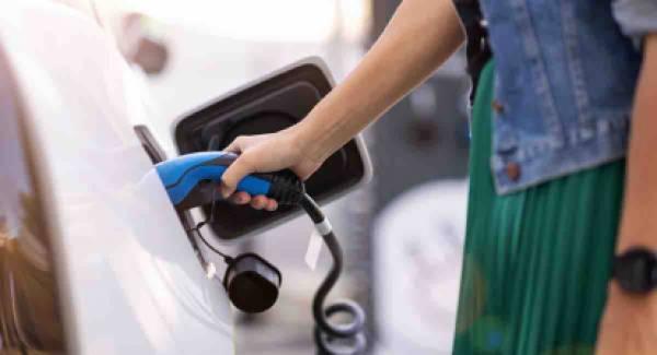 Σταθμοί φόρτισης ηλεκτροκίνητων οχημάτων στην Καλαμάτα