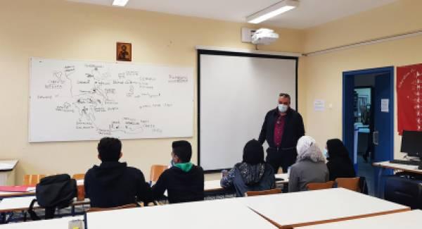 Το πρώτο κουδούνι για μαθητές πρόσφυγες του Sparta Inn