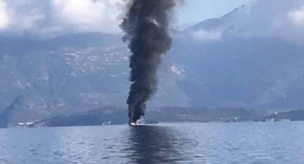 Φωτιά σε θαλαμηγό στη θαλάσσια περιοχή του Αιγίου