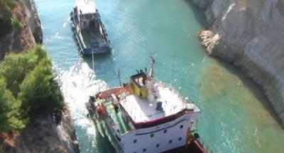 Φορτηγό πλοίο επικάθησε στον Ισθμό