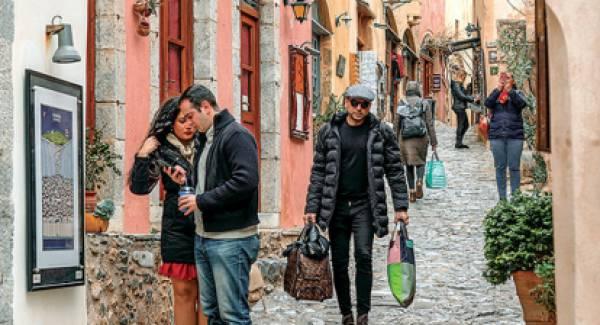 Η Γαλλία βλέπει θετικά την προσπάθεια της Ελλάδας να γίνει 12μηνος τουριστικός προορισμός