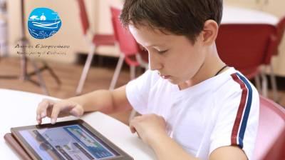 Προσφορά 24 tablets στους μαθητές της Ελαφονήσου από τον Δήμο