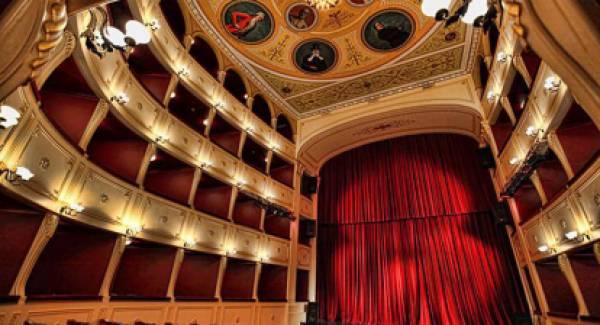 Πελετίδης, Φαρμάκης, Μενδώνη, υπέγραψαν την αποκατάσταση του θεάτρου «Απόλλων»