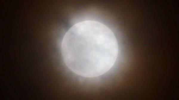 Πανσέληνος και έκλειψη παρασκιάς Σελήνης απόψε
