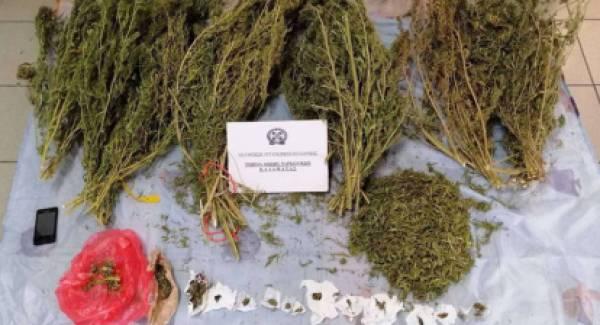 Χειροπέδες σε δύο στην Κορώνη για ναρκωτικά