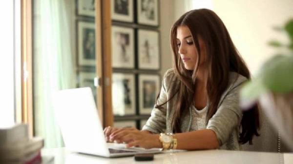 Πόσο συχνά και συνειδητά χρησιμοποιούν οι Ελληνίδες το διαδίκτυο;