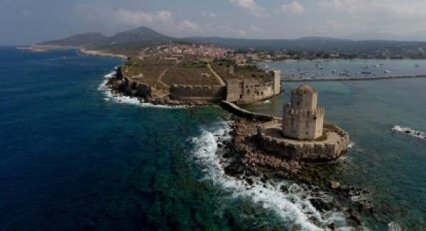 Κατέρρευσε κομμάτι πύργου στο Κάστρο της Μεθώνης (photos)
