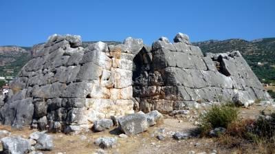 Βελόπουλος: «Σώστε και αναδείξτε τις πυραμίδες της Ελληνικής αρχαιότητας!»