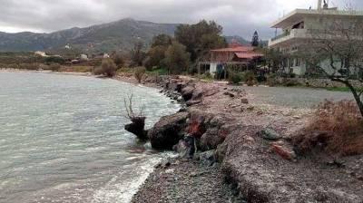 Κάτοικοι Νομίων: Αρμοδιότητα του Δήμου η αντιμετώπιση διάβρωσης ακτών