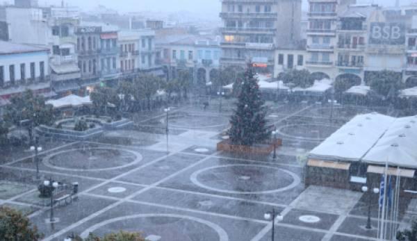 Χιονίζει στο κέντρο της Σπάρτης. Κλειστοί πολλοί δρόμοι (δείτε live)