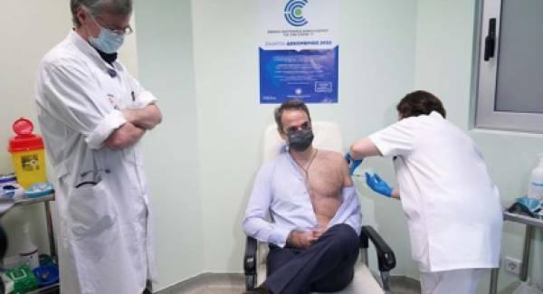 Τη δεύτερη δόση του εμβολίου έκανε ο Κυριάκος Μητσοτάκης