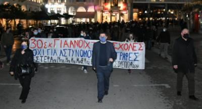 Ο δήμαρχος Πελετίδης μπροστά στην πορεία των φοιτητών