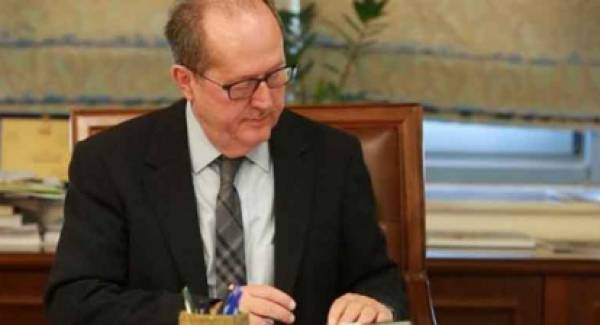 Ο περιφερειάρχης Π. Νίκας υπογράφει έργα στην  Κορινθία