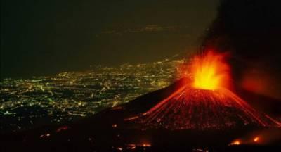 Εντυπωσιακές εικόνες από τις εκρήξεις στην Αίτνα (video)