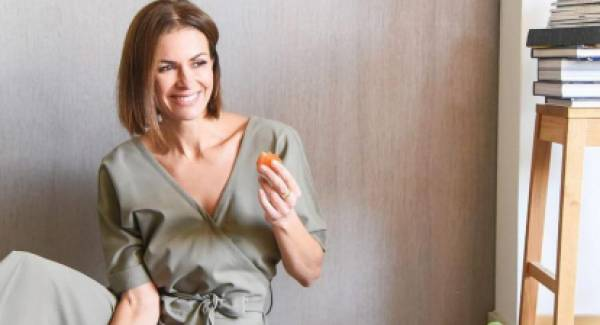 Με τζιν, φούστα ή παντελόνι: Η Τζίνα Αλιμόνου προτείνει (video)