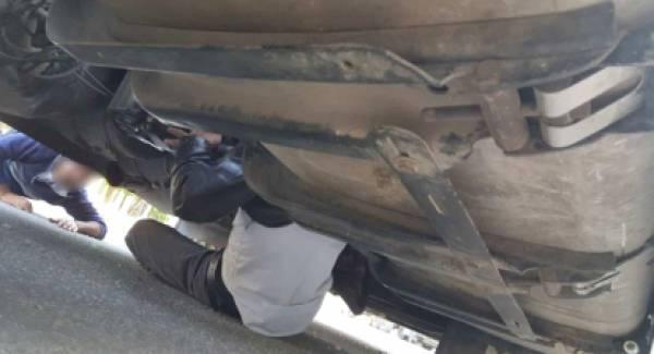 Κρυμμένοι στους άξονες φορτηγού θα ταξίδευαν για Ιταλία