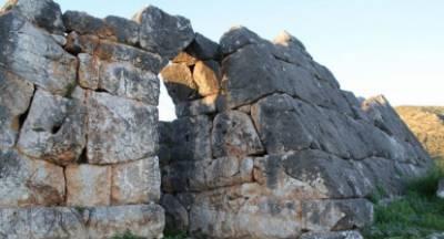 Το υπουργείο Πολιτισμού απαντά στον Βελόπουλο για τις Πυραμίδες σε Ελληνικό, Βιγκλάφια και Θήβα