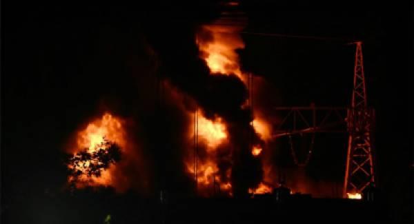 Μπλακ άουτ: Δείτε video από την μεγάλη φωτιά στον υποσταθμό της ΔΕΗ