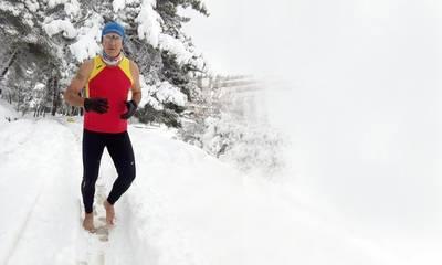 Ακραίοι δρομείς νίκησαν τη Μήδεια! Έτρεξαν ξυπόλυτοι στο απάτητο χιόνι!