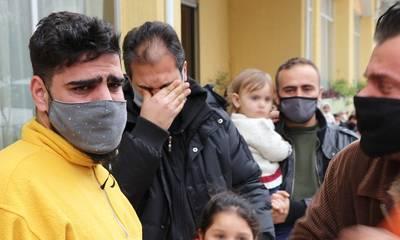 Σπάρτη: Στο δρόμο οικογένειες προσφύγων, κλαίνε και παρακαλούν για λίγη ακόμα ανθρωπιά!