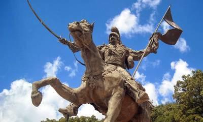 «Ντροπή και αγανάκτηση» για την εγκατάλειψη του ανδριάντα του Κολοκοτρώνη, στο Ραμοβούνι Μεσσηνίας