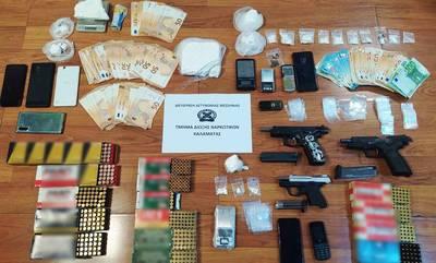 Η Ασφάλεια Καλαμάτας συνέλαβε 3 άτομα με κοκαϊνη, όπλα και χρήματα!