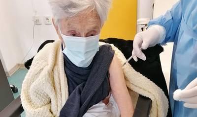 Εμβολιάστηκε γερόντισσα στο Κουτσοπόδι Αργολίδας