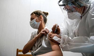 Η στρατηγική της Ελλάδας για τους εμβολιασμούς παραμένει σταθερή