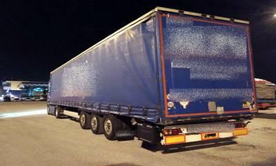 Προσπάθησαν να βγουν από την Ελλάδα κρυμμένοι σε επικαθήμενο φορτηγό!