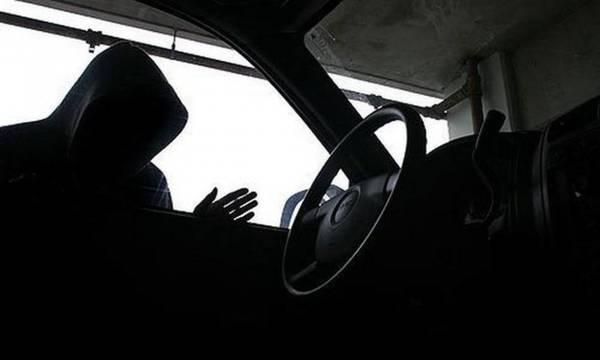 Καλαμάτα: 43χρονος «άνοιξε» αυτοκίνητο και έκλεψε τσαντάκι
