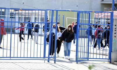 Μακρή: Υπό συζήτηση η παράταση του σχολικού έτους για δύο εβδομάδες