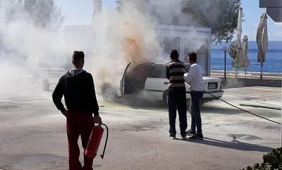 Φωτιά σε αυτοκίνητο στην παραλία της Νεάπολης Λακωνίας (video)